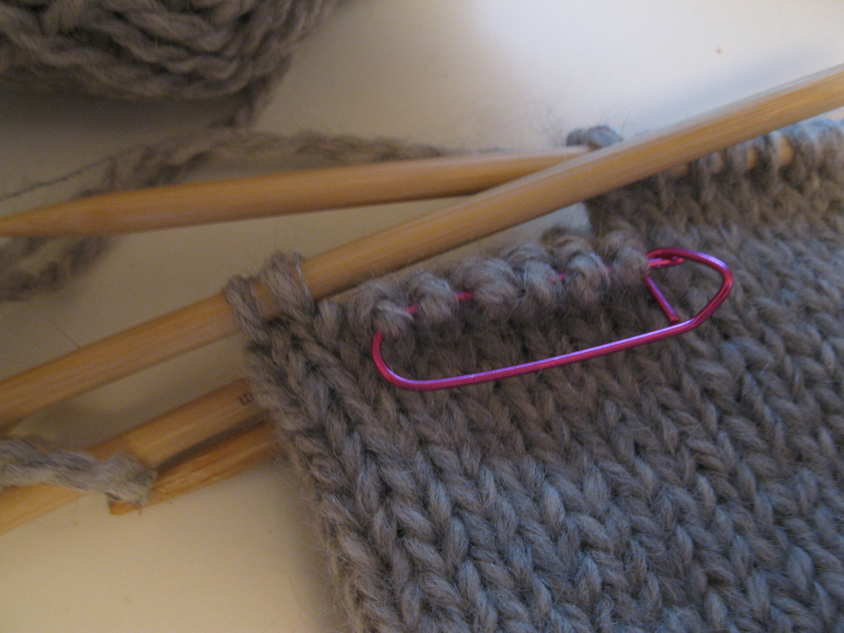 How To Cast On Stitches By Knitting Them On : How To Knit A Basic Mitten   Part 2   Espace Tricot Blog