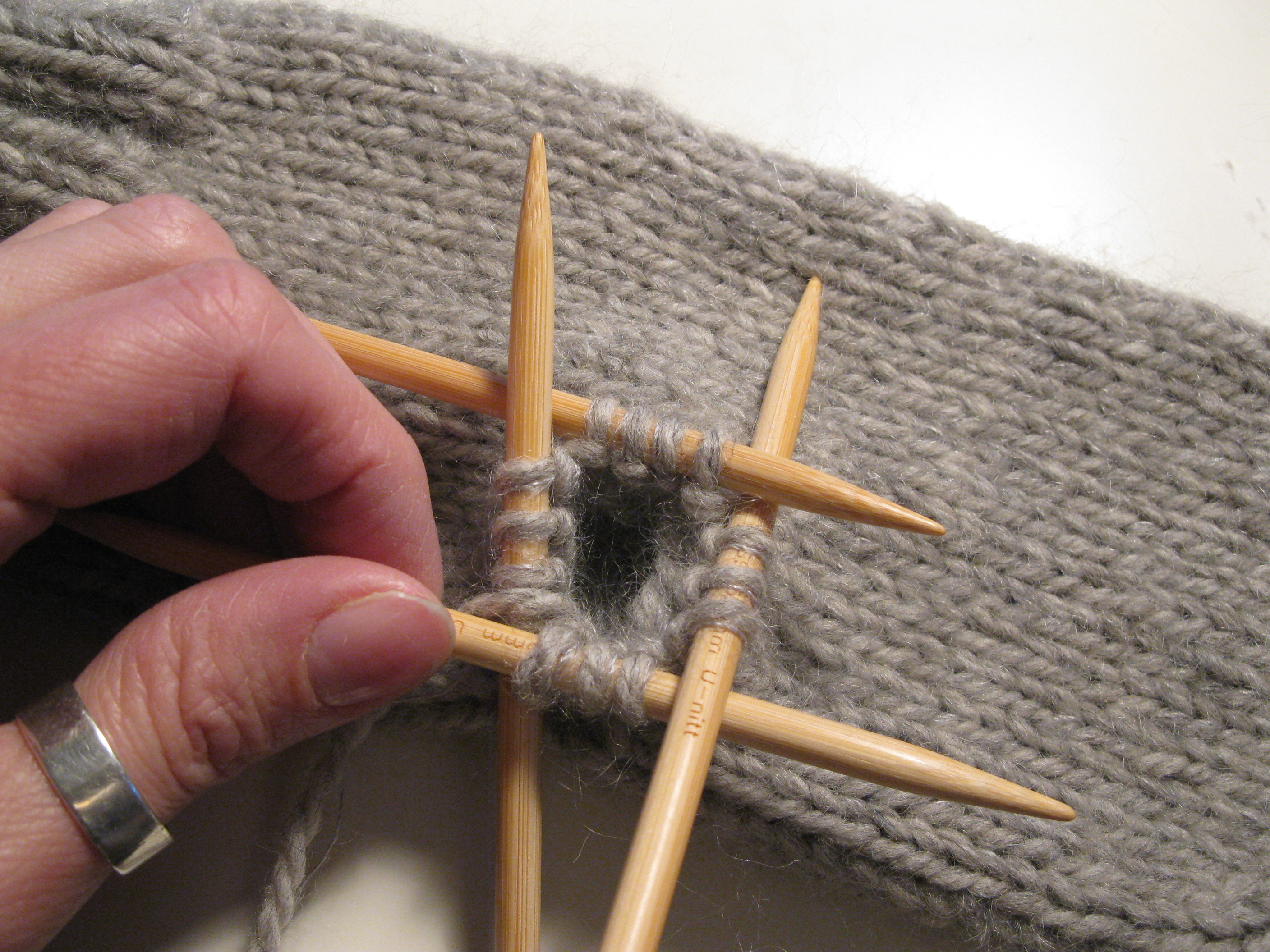 Knitting In The Round Decreasing Stitches : How To Knit A Basic Mitten   Part 2   Espace Tricot Blog