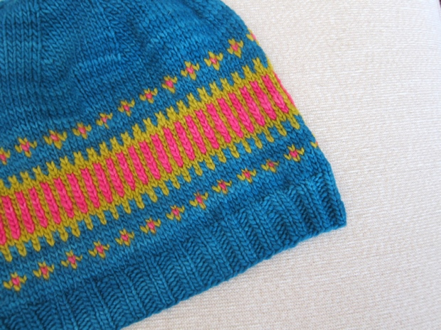 e4ca15e0264 The Clayoquot Toque is another gorgeous free pattern from Tin Can Knits  (Emily and Alexa are a very generous pair!). A modern fair-isle hat perfect  for ...