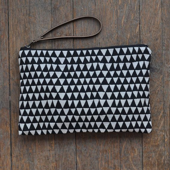 bookhou_large_pouch_black_triangles