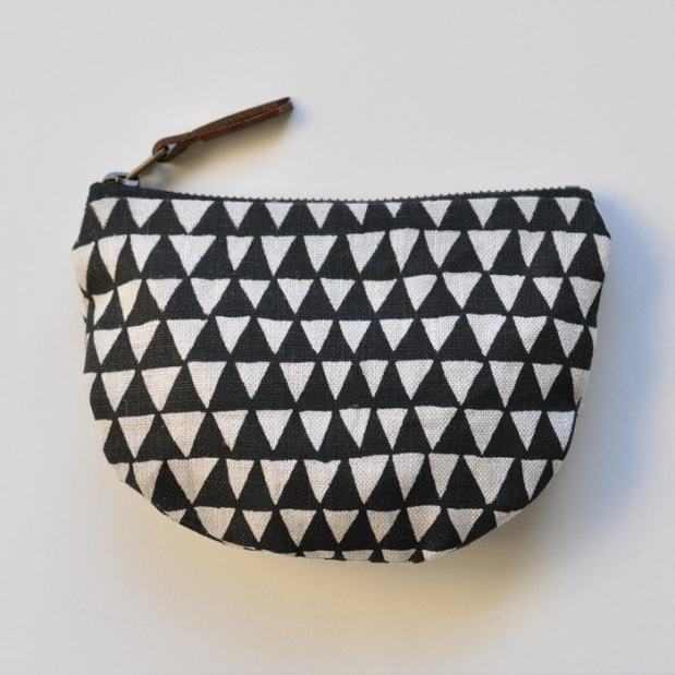 bookhou_pocket_pouch_black_triangle