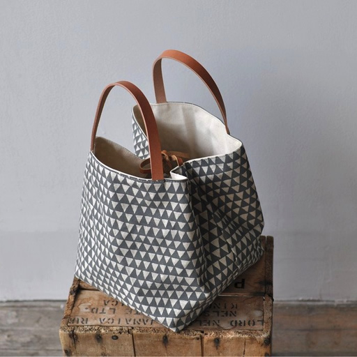 bookhou_boxtote_grey_triangle